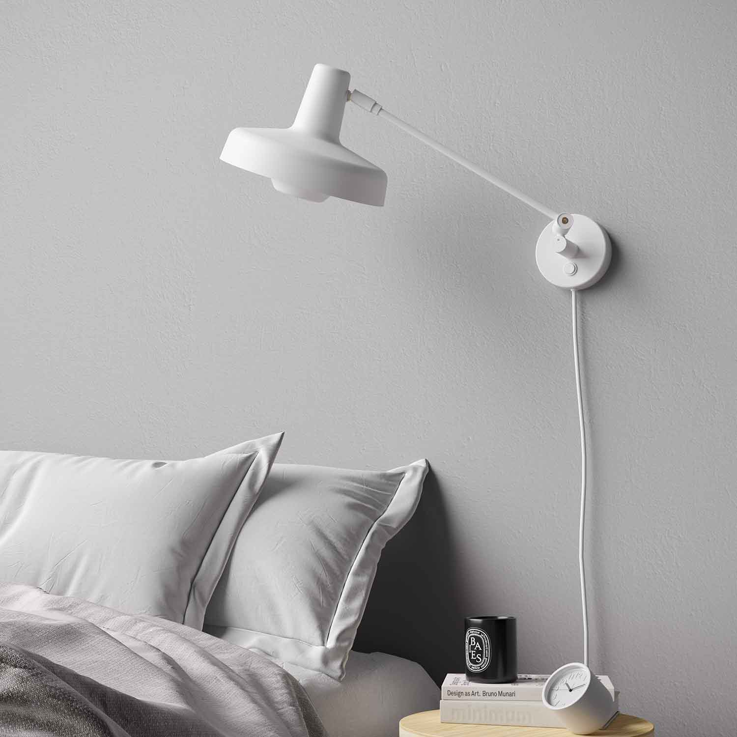 Arigato Short Wall Lamp In Black And White Lampefeber