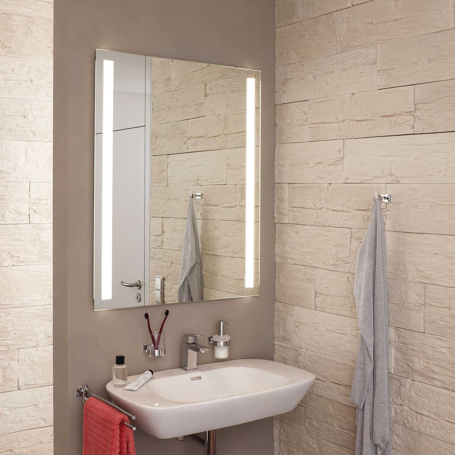 Fineline 80 X 60 Mirror With Light